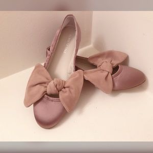 NEVER WORN Adorable Kenneth Cole pink bow flats 🎀